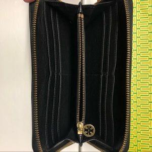 Tory Burch Bags - Tory Burch Black zippered Wallet